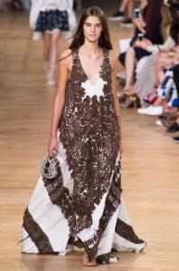 robe-noir-et-blanc-chloe-pret-a-porter-printemps-ete-2015-photo-1