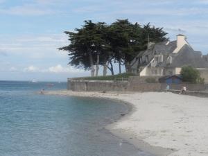 plage de sable blanc loctudy